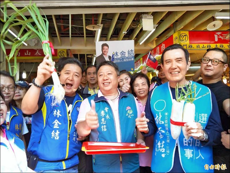 國民黨提名的林金結(左)昨由馬英九陪同掃街拜票。(記者翁聿煌攝)