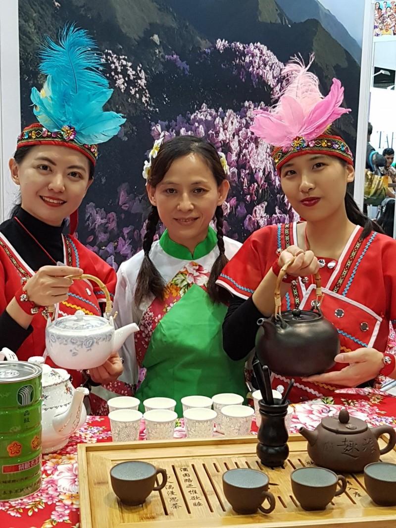 台灣在蒙特婁旅展設展覽館,推介山脈旅遊。(交通部觀光局提供)