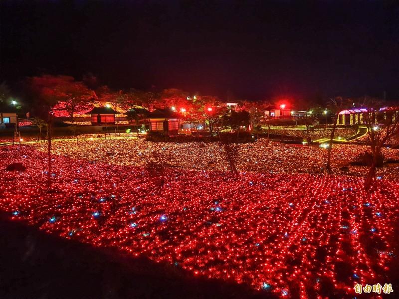 夢幻楓紅燈海暈染四重溪,試燈時間就已引爆風潮。(記者蔡宗憲攝)