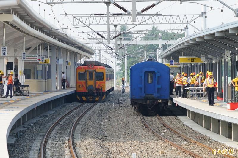 潮州到枋寮段預計12月20日電氣化通車,今天進行預演。(記者陳彥廷攝)