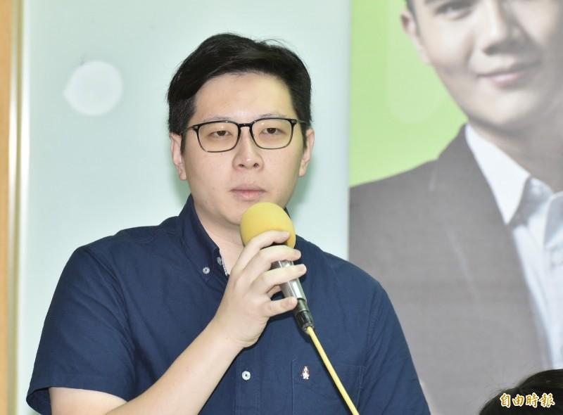 綠黨桃園市議員王浩宇分析蔡韓支持族群,認為蔡支持族群投票率較韓支持族群低。(資料照)