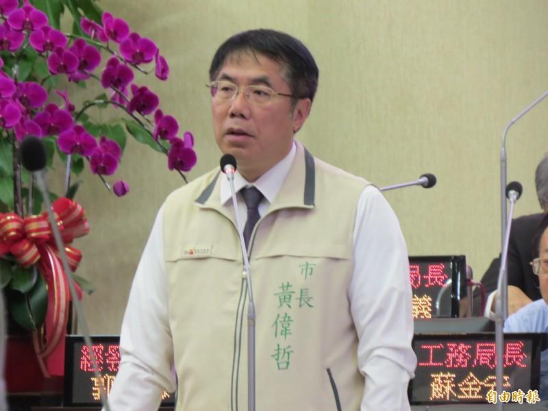黃偉哲表示,拿身材來批評,既不敬,也沒有領導人高度。(記者蔡文居攝)