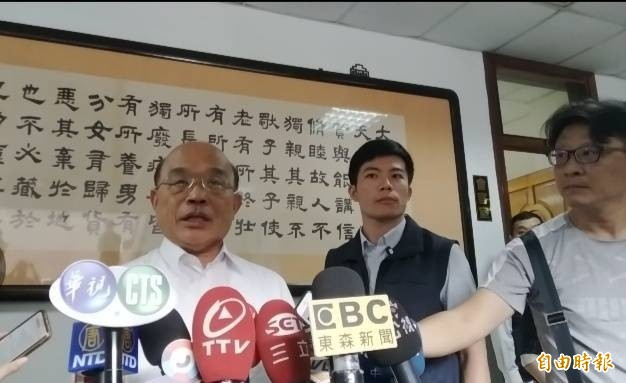 蘇貞昌(左一)呼籲選舉不要人身攻擊。(記者洪定宏攝)