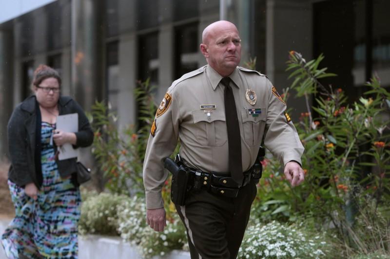 資深警員韋德哈勃被上司要求,如果想升官,必須「收斂同性戀傾向」。圖為現身聖路易斯縣法院的韋德哈勃。(美聯社)