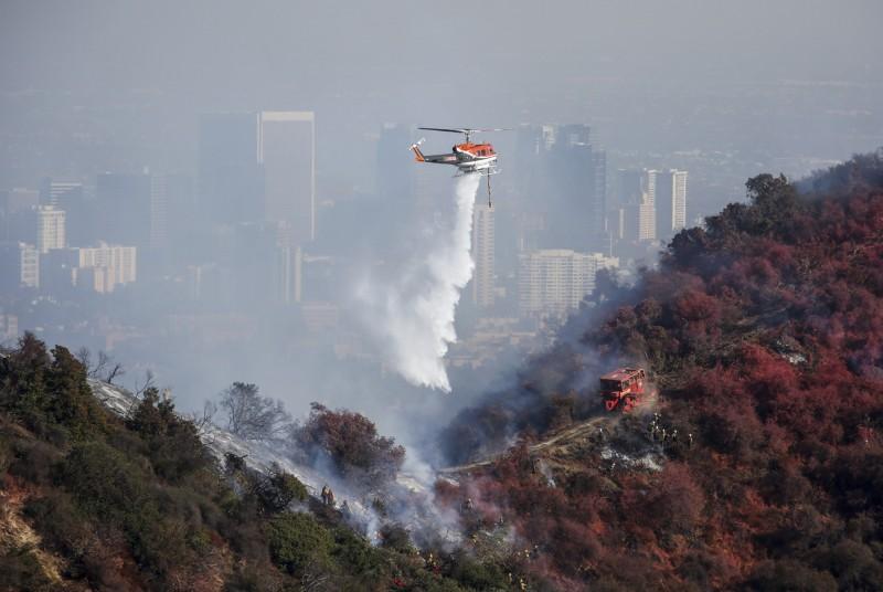 加州野火危及豪宅區。(美聯)