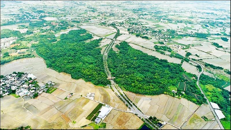 民雄航空研發園區(綠色樹林處為預定地)正由中山科學研究院規劃開發。(空拍攝影師呂竑毅提供)