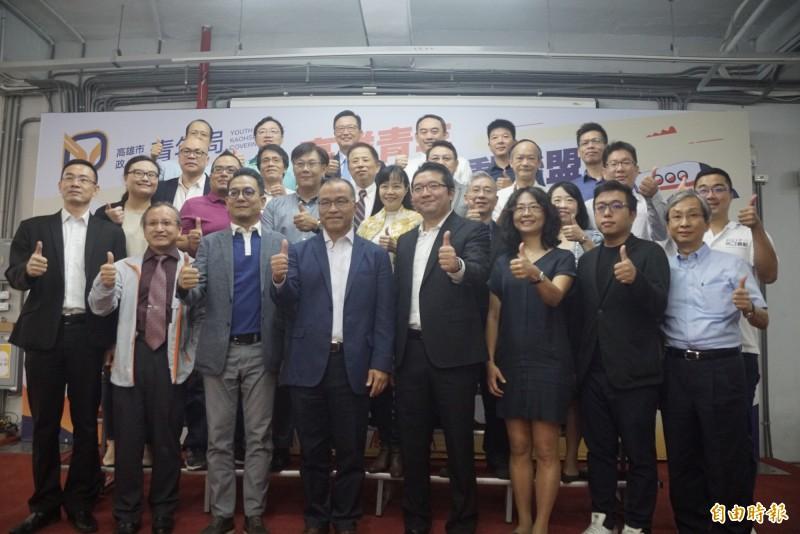 高市府成立「高雄青年創業推動聯盟」,但參與都年紀偏高。(記者黃佳琳攝)