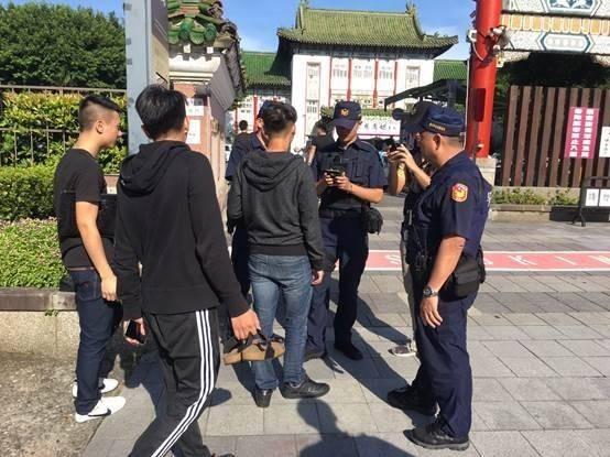 北聯幫舉辦創幫60週年大會警方進行蒐證。(記者劉慶侯翻攝)