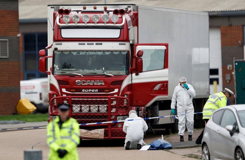 上週這個從比利時濟布魯治(Zeebrugge)港口短期過境抵達英國的冷凍貨櫃發現39具非法移民的屍體,此後,比利時政府已加強打擊人口販運,今又在冷藏車內發現非法移民。(路透)