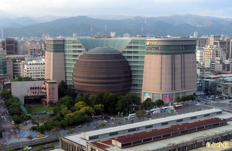 京華城(見圖)不蓋豪宅了,新買家中石化子公司鼎越開發有限公司說明,將規劃頂級商辦,出售出租。(資料照)
