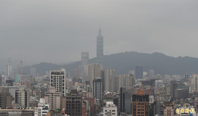 中國沙塵暴侵襲台灣,北部地區上午空氣品質呈現紅害。(資料照)