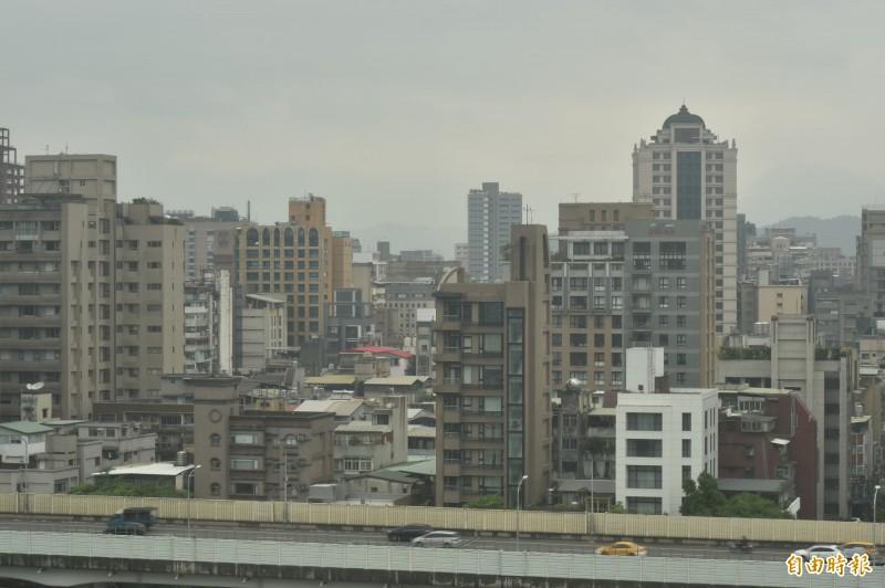 中國沙塵暴襲台,污染物南移,環保署提醒,高屏地區空氣品質明天將達「紅害」等級。(資料照)