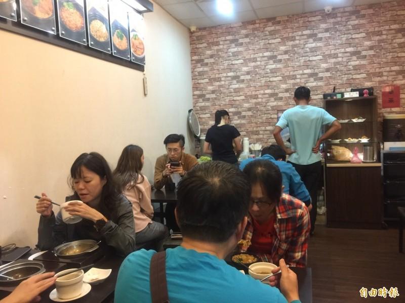 「有飯開」開業5年來,客源穩定,飯或麵在顧客評價,口味都在水準之上,熱賣的飯品,太晚去常吃不到。(記者洪友芳攝)