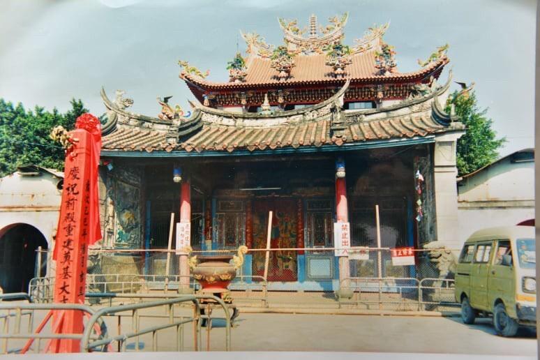奠安宮古廟,當年尚未拆除的景像。(照片由柯鴻基提供)