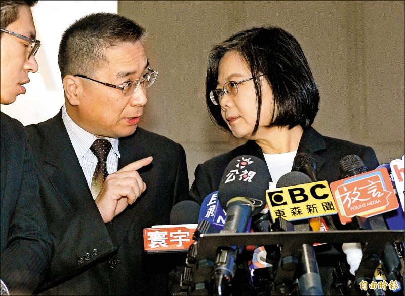 蔡總統昨另出席活動受訪時也強調,社宅計畫是體現對年輕人居住正義的一環,必須中央和地方政府一起來做,讓台灣年輕人在都會內,能找到一個安心住宿的地方。(記者陳志曲攝)