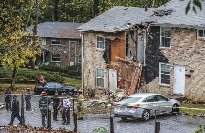 美國亞特蘭大一架2人駕駛的小飛機,在美東時間30日上午意外撞擊民房,目前已知有2人死亡,事故起因仍待釐清。(美聯社)