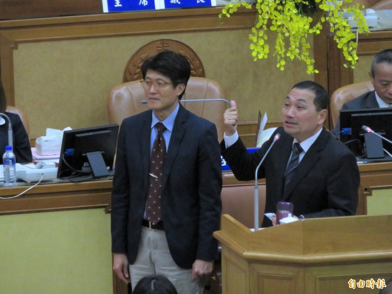 新北市長侯友宜指示城鄉局研議都更回饋多元方式。(記者何玉華攝)