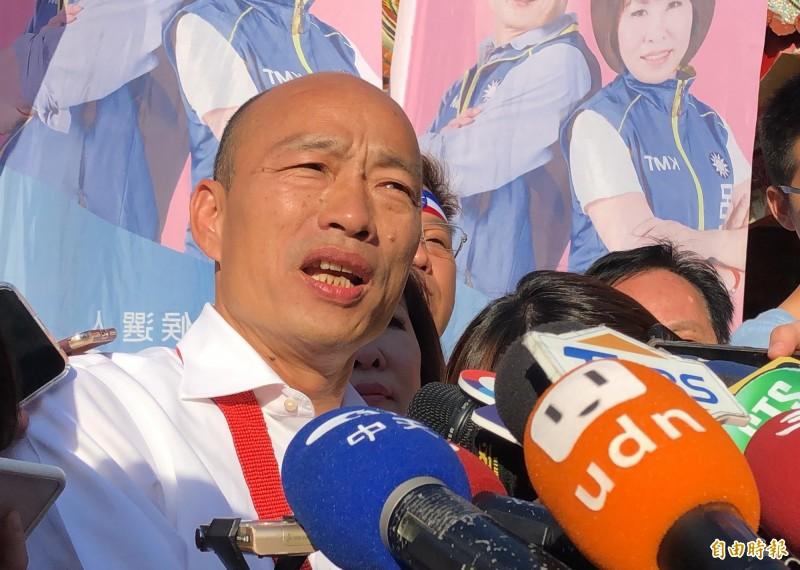 韓國瑜開出學貸免利息政策支票,被綠軍酸說怎麼維多利亞學校不先免學費,他今天回擊綠營兩套標準。(記者許麗娟攝)