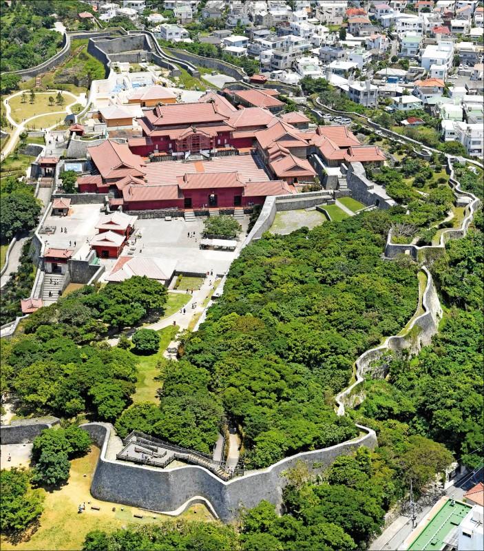 圖為沖繩縣那霸市首里城二○一七年五月的檔案照。(美聯社)