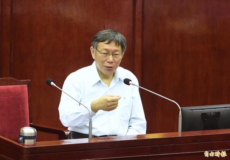 台北市議員戴錫欽追問,不分區立委人選是否是賴香伶,柯文哲點頭,但強調需尊重當事人意願。(記者羅沛德攝)