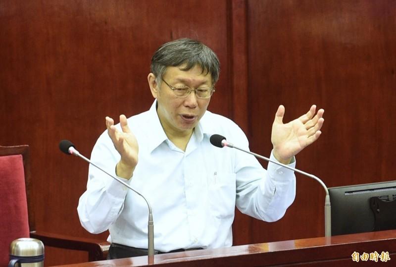 台北市議員質詢問到,選前會明示或暗示柯粉去支持特定總統候選人?柯文哲說,到現在都沒有這個計畫。(記者羅沛德攝)