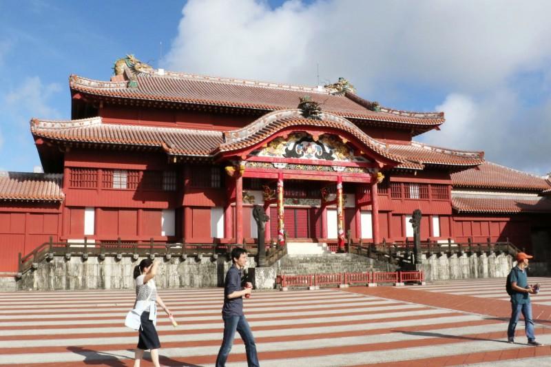 深紅色外觀是首里城正殿的特色。(法新社資料照)