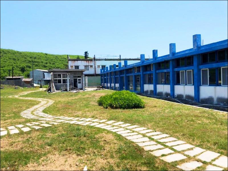 員貝國小廢棄校園,多次轉型再利用都未成功。(澎湖縣政府旅遊處提供)