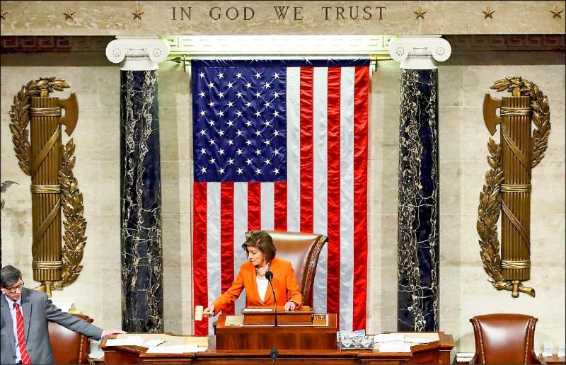 美國眾議院議長裴洛西10月31日宣布,正式通過針對川普總統的彈劾調查程序,最快兩週內舉行首場公聽會。(法新社)