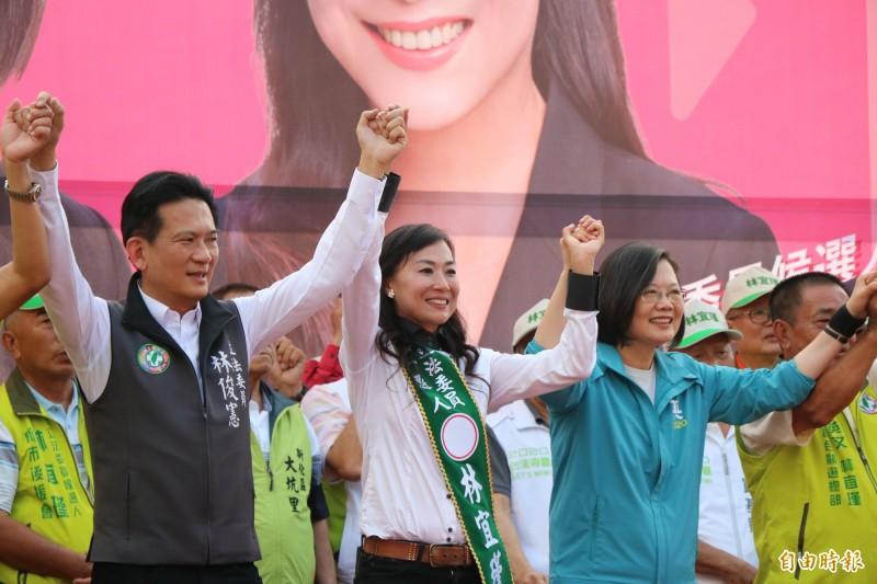總統蔡英文(右1)今下午到台南新市為立委參選人林宜瑾新市聯合競總成立站台。(記者萬于甄攝)