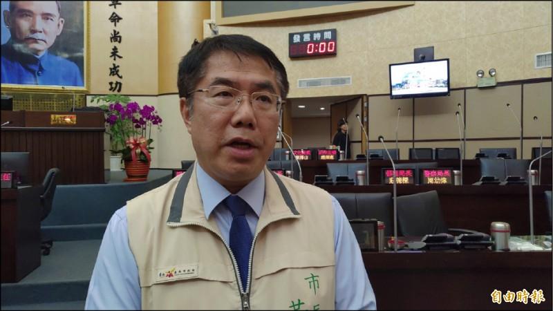藍綠兩軍今在府城對決,台南市長黃偉哲表示,維安吃重,要求警方務必做好維安工作,也呼籲藍綠雙方支持者冷靜。(記者蔡文居攝)