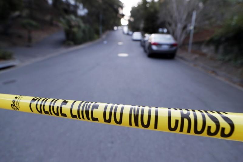 美國加州與猶他州萬聖節派對分別傳出槍響與砍人事件,共有5人遭到槍殺、1人被砍死,另有4人在槍擊案中受傷。圖為加州萬聖節派對命案現場。(歐新社)