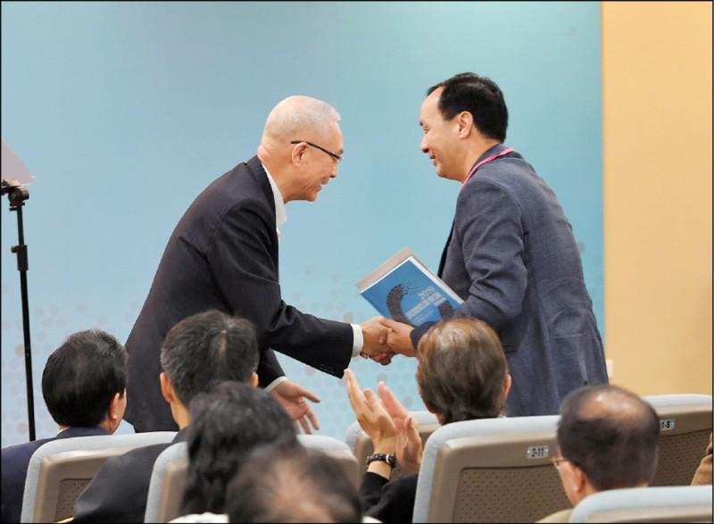 吳敦義、朱立倫對於韓國瑜競選總部主委一職,不約而同的「敬謝不敏」,極可能是放眼明年一月大選之後的政治局勢。(資料照)