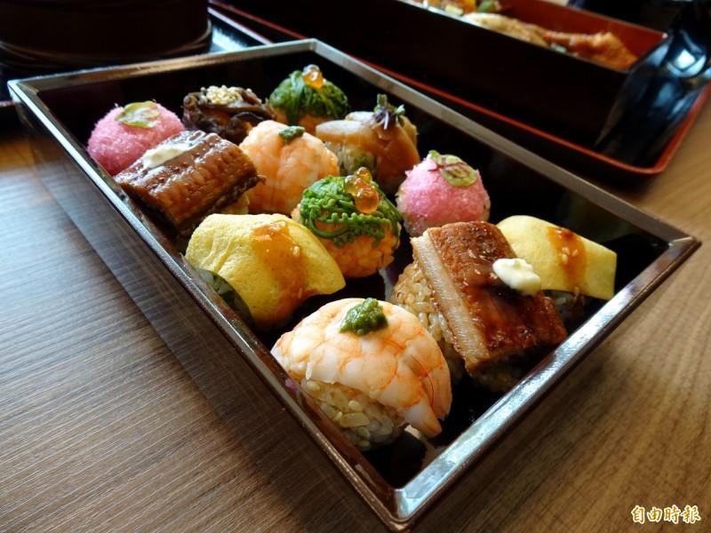 創意鰻魚丸壽司小巧可愛。(記者張菁雅攝)