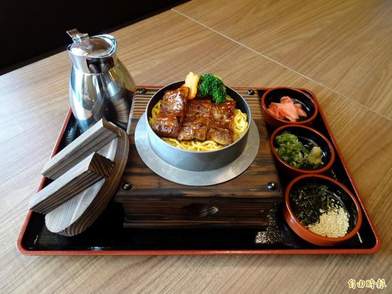 蒲燒鰻魚釜飯3+1吃法。(記者張菁雅攝)