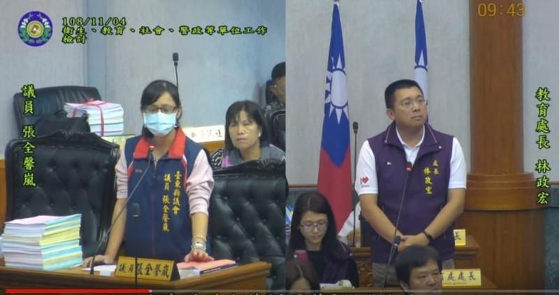 台東縣議員張全馨嵐(左)今天在議會揭露國中將轉學生當人球的事件,教育處長林政宏道歉。(記者黃明堂翻攝)