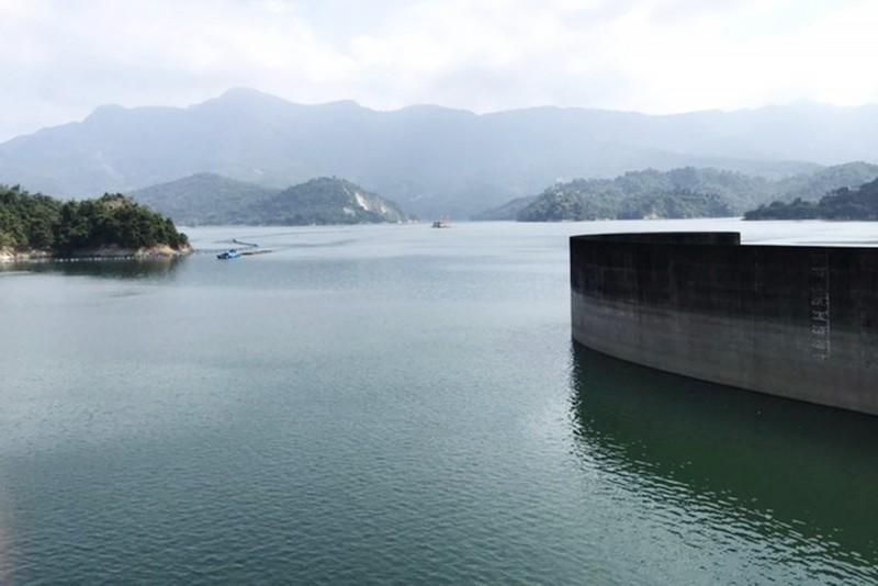 目前曾文水庫的蓄水率逾79﹪。(記者吳俊鋒翻攝)
