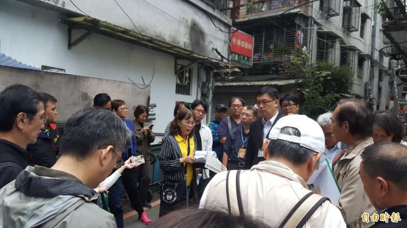 台北市文化局下午進行文資現勘。(記者楊心慧攝)