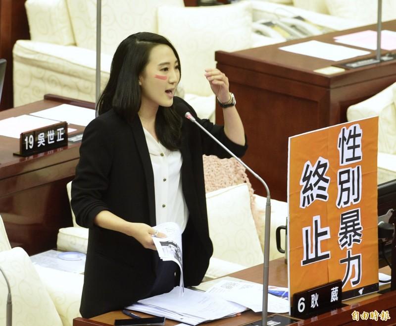 國民黨市議員耿葳(見圖)4日質詢時,提到「學姊」黃瀞瑩疑遭職場性騷擾案,希望市長柯文哲響應聯合國每年的11月25日定為國際終止婦女受暴日。(記者羅沛德攝)