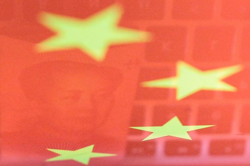 中國國台辦宣稱「台灣同胞可在中國駐外使領館尋求領事保護與協助,申請旅行證件」,前外交官劉仕傑對此警告,這根本是「惡魔的憐憫」,台灣人千萬不能上當。(路透)