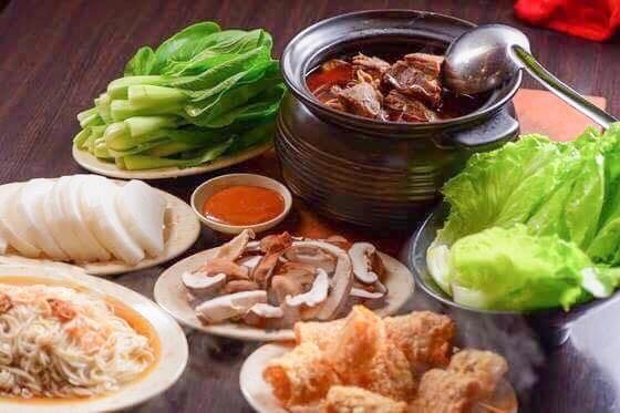 薑母鴨、羊肉爐等鍋物是進補熱門食物。圖為示意圖。(資料照)