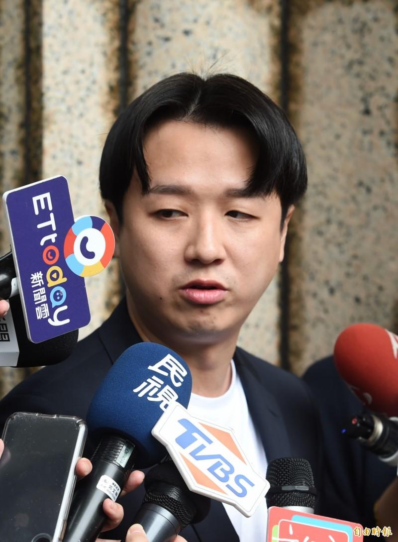 李正皓分析,韓國瑜目前在網路族群的操作質量大輸,旗下「十大韓粉YouTuber」的訂閱數與聲量加總還抵不過「館長」陳之漢一人。(資料照)