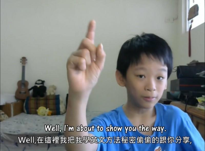 林易創作影片以全英文說明學英文的歷程和訣竅。(記者蔡淑媛翻攝)