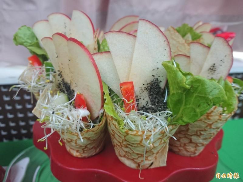 芝麻蛋皮蔬菜捲。(記者洪瑞琴攝)