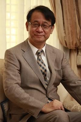 本月初就任的新任日本台灣交流協會代表泉裕泰,今在臉書發文向台灣民眾問好。(取自日本台灣交流協會臉書)