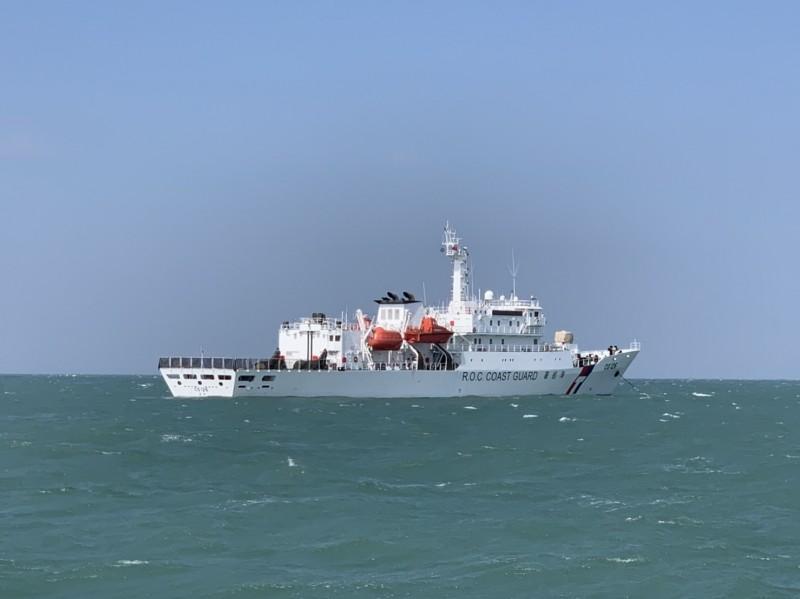 馬祖海巡隊在大型船艦苗栗艦、台南艦陸續加入掃蕩作業後,從昨天起一連兩天掃蕩,今天在莒光查獲非法入侵的中國漁船。(記者俞肇福翻攝)