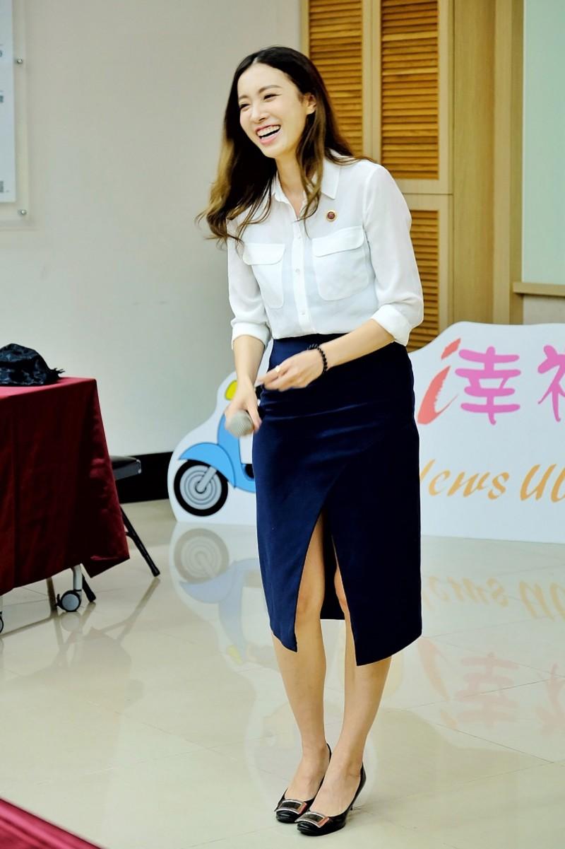 檢察官劉昱吟入鏡擔綱宣導短片「查賄HERO」的女主角。(中央社)