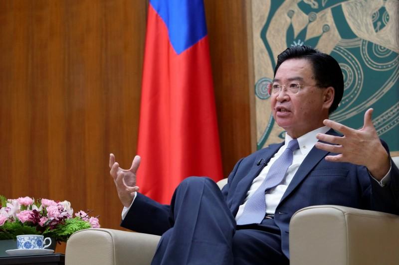 外交部長吳釗燮6日接受《路透》採訪,如果中國內部壓力動搖到中共政權的統治,很可能會對外發動軍事衝突以轉移焦點。(路透)