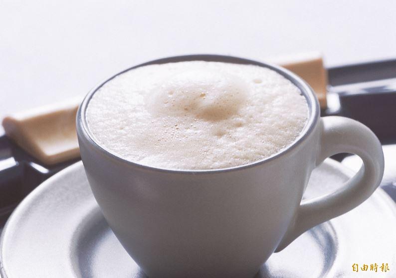 漂浮咖啡上常見的奶油泡中就有一氧化二氮。(資料照)