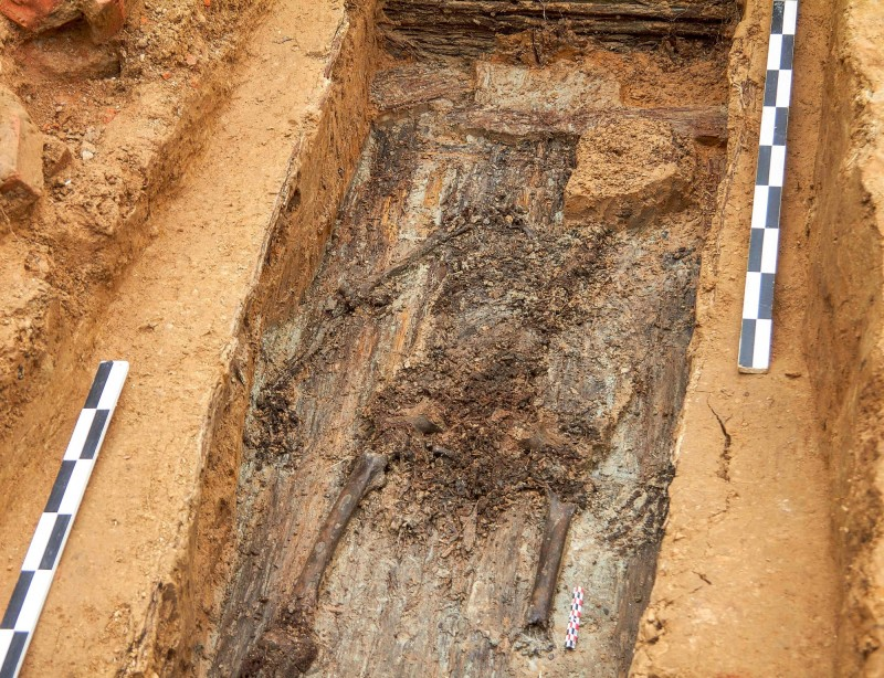 考古團隊今年7月在俄國斯發現一具獨腿遺骸,經DNA鑑定後,身分確定是法國皇帝拿破崙的愛將居丹(Charles-Etienne Gudin)。(法新社)