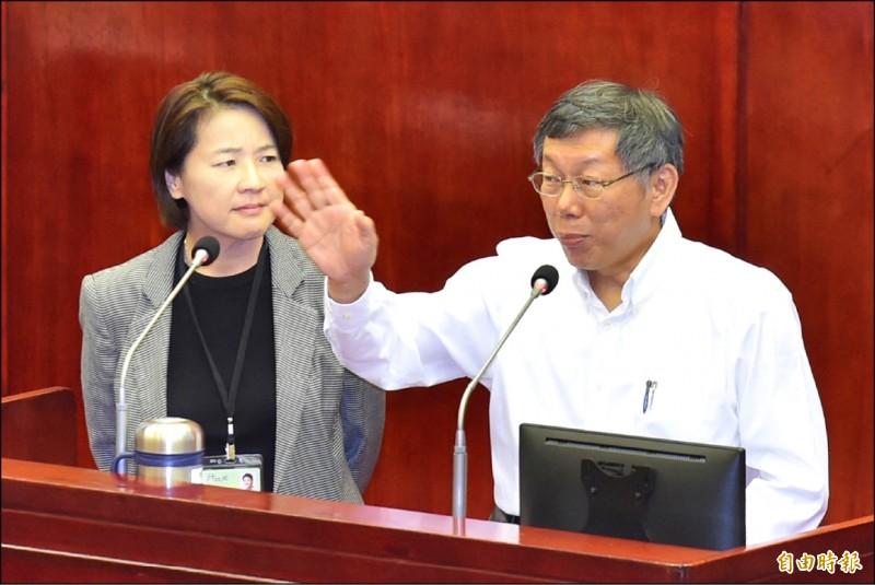 台北市長柯文哲昨天被爆中午在市府十一樓面試民眾黨不分區立委人選。柯下午列席議會備詢,被多位國民黨議員輪番批評濫用市府資源。(記者塗建榮攝)